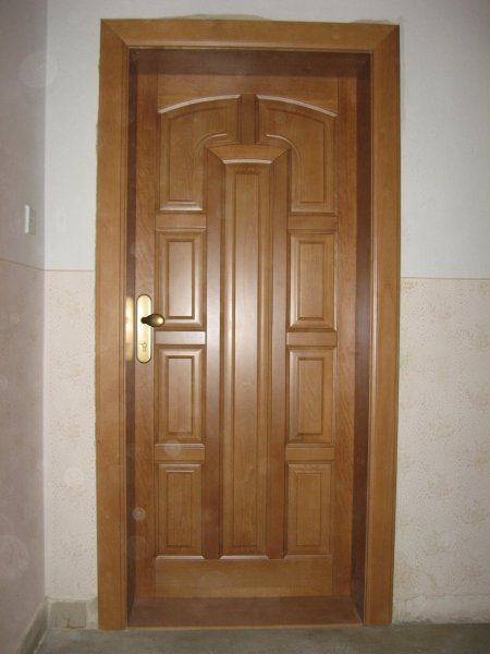 dřevěné dveře masív