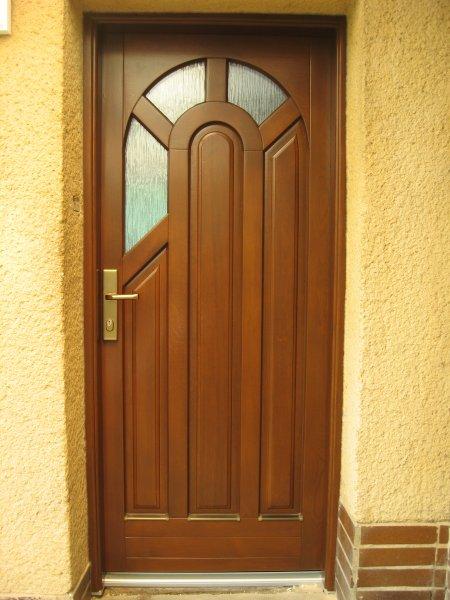 dřevěné dveře z masívu